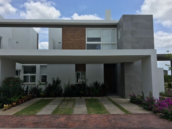 Big house at gated community Residencial Altozano