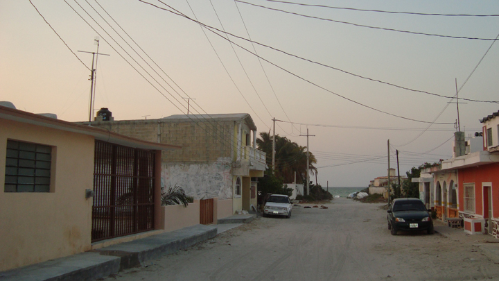 Furnished beach house for rent at Chicxulub in second row. Street and sea