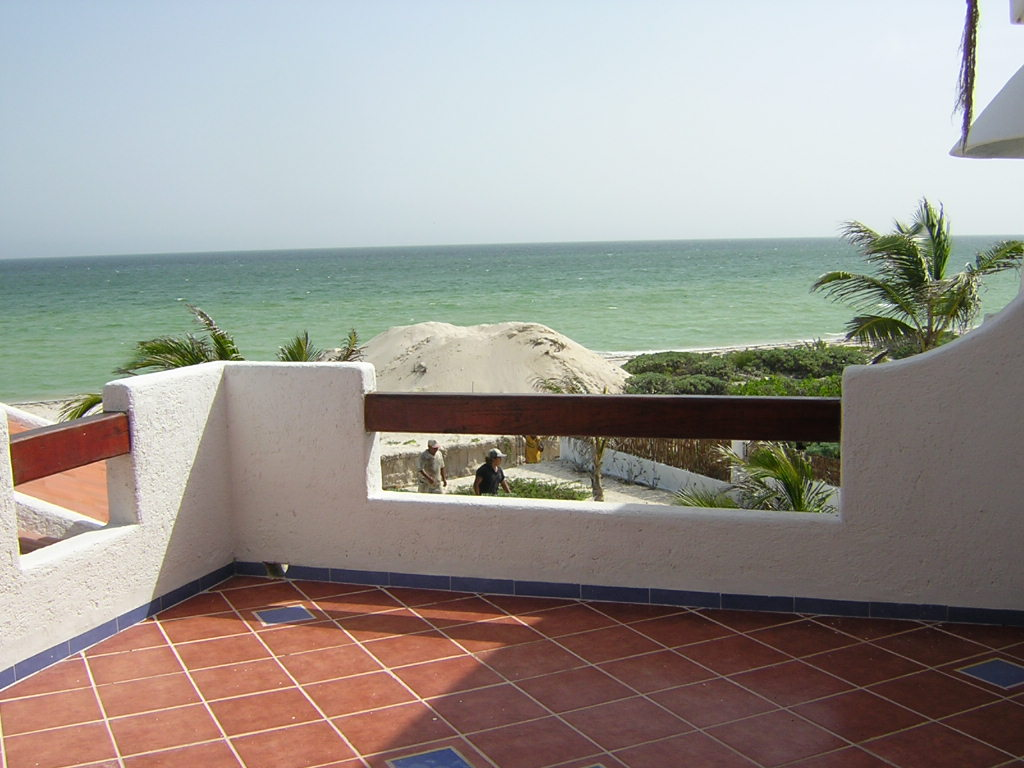 Furnished beach house at San Benito. Balcony