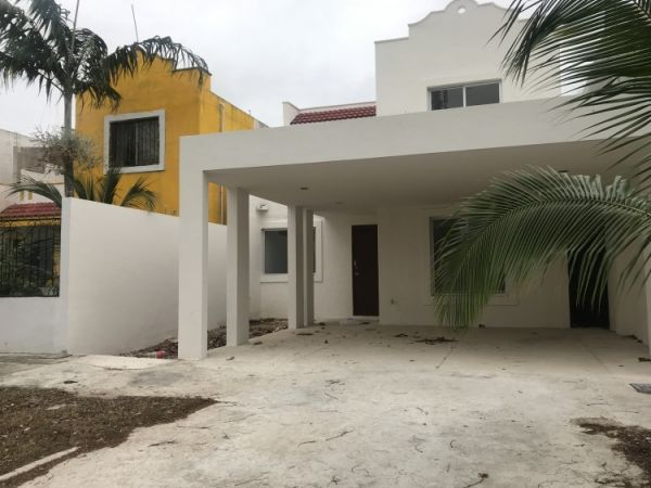House for rent at Las Americas (on avenue)