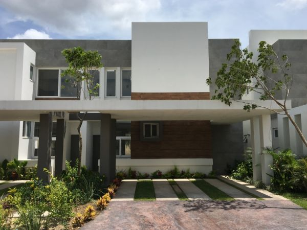 Magnificent house in a gated community Residencial Altozano