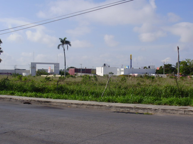 Magnificent Commercial land for sale in front of Sams Club Oriente. Vista