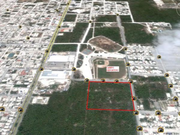 Magnificent land lot at Cozumel with view to 3 streets