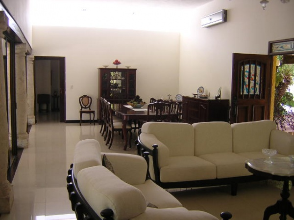 Beautiful Residence located in Callejones de Chuburna (one floor). Living room and dining room
