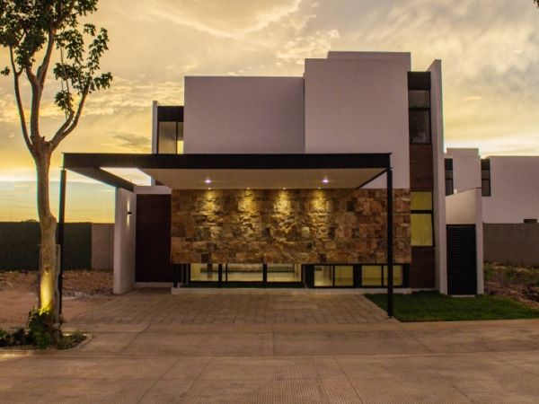 Gated community Piedra Verde, residential houses in front of park. Facade model 3