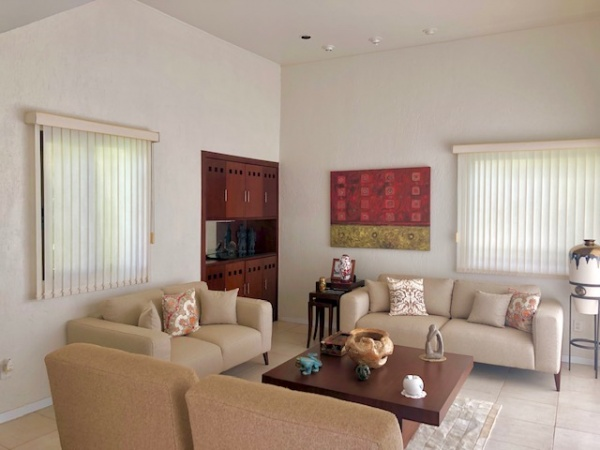 Residence in a gated community Club de Golf La Ceiba. Living room