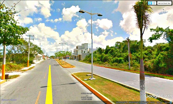 Commercial land lot at Cozumel, Quintana Roo. Access avenue