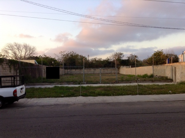 Lot for rent on avenue 7 Xcumpich. Parking