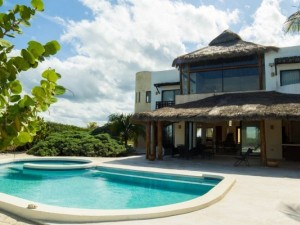 Furnished beach house at Xtampu